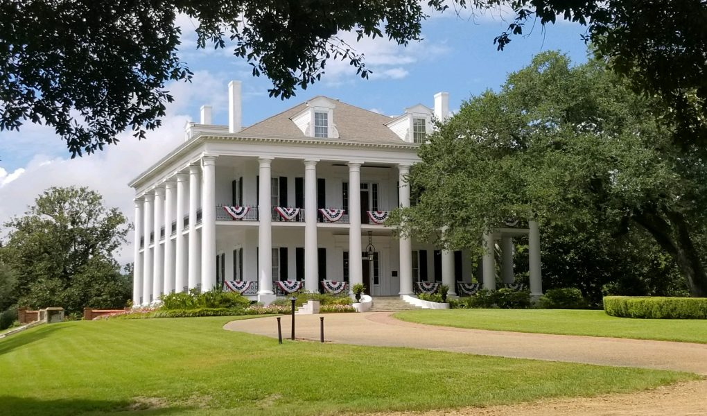 Chicly Geeky Guide to Natchez, Mississippi – Momleficent on colorado plantation homes, southern plantation homes, natchez mississippi plantation tours, louisiana plantation homes, bayou plantation homes, texas plantation homes, louisville kentucky plantation homes, hawaii plantation homes,